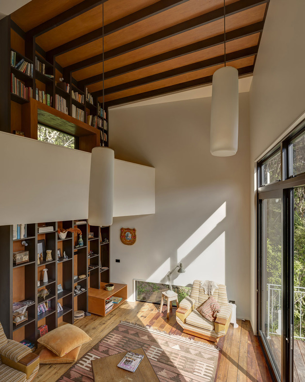 tall-dark-handsome-4-split-level-home-auckland-11-library.jpg