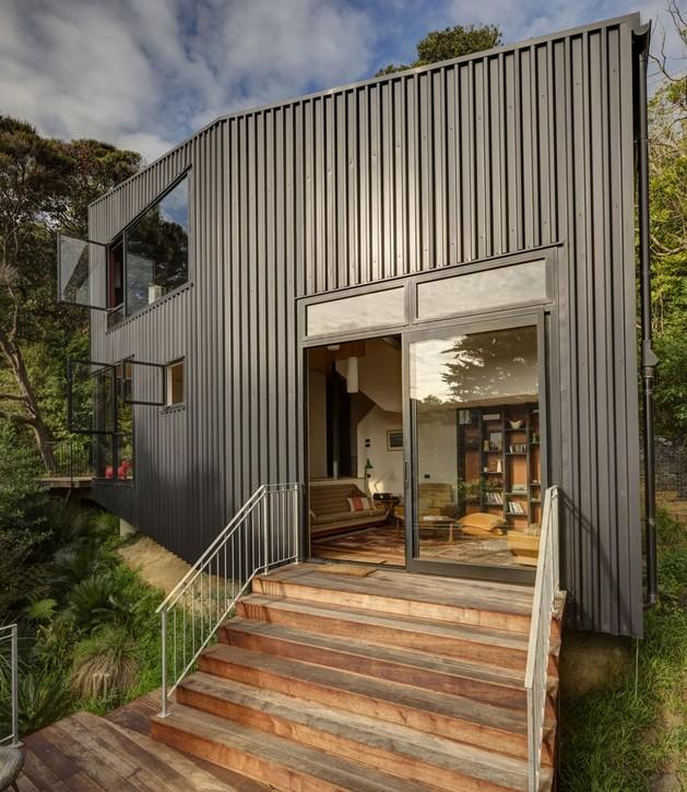 tall-dark-handsome-4-split-level-home-auckland-21-facade.jpg