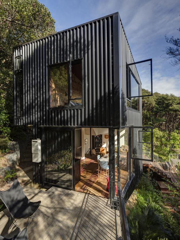 tall-dark-handsome-4-split-level-home-auckland-4-façade.jpg