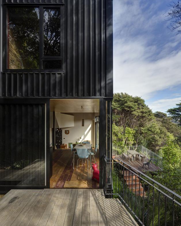 tall-dark-handsome-4-split-level-home-auckland-5-entry.jpg