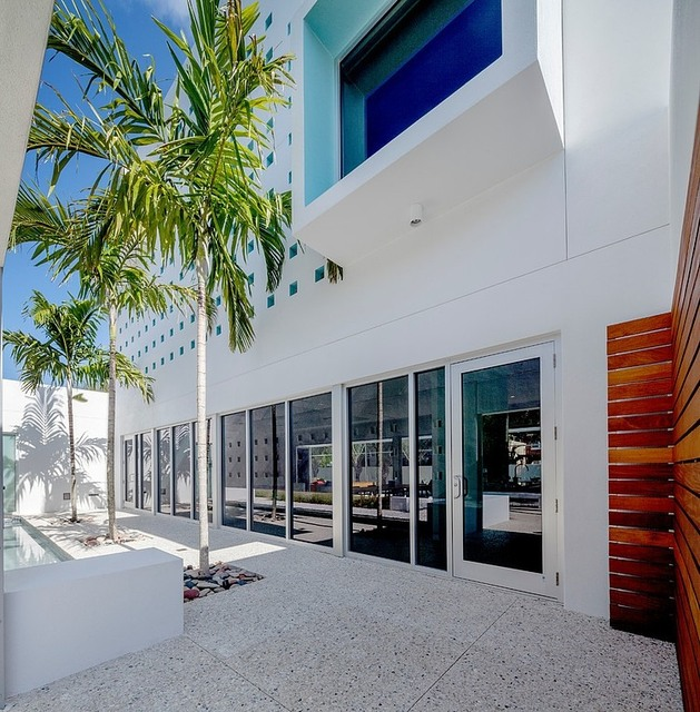 tall-private-florida-home-with-open-indoor-outdoor-hallways-14-inside-front-wall.jpg