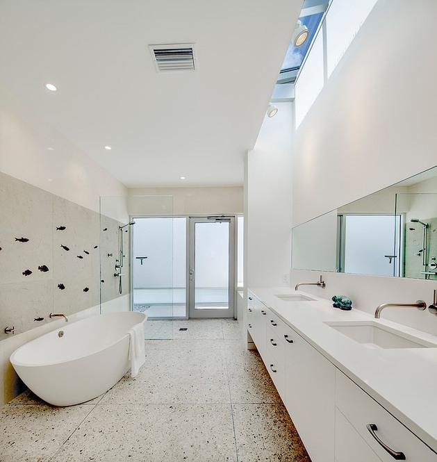 tall-private-florida-home-with-open-indoor-outdoor-hallways-24-bathroom.jpg