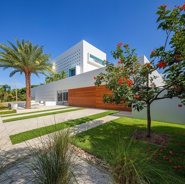 tall-private-florida-home-with-open-indoor-outdoor-hallways-5-right-front-corner.jpg