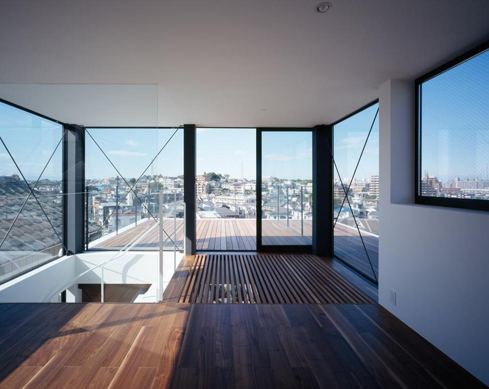 Three story tokyo house with panoramic city views for Home plans with a view