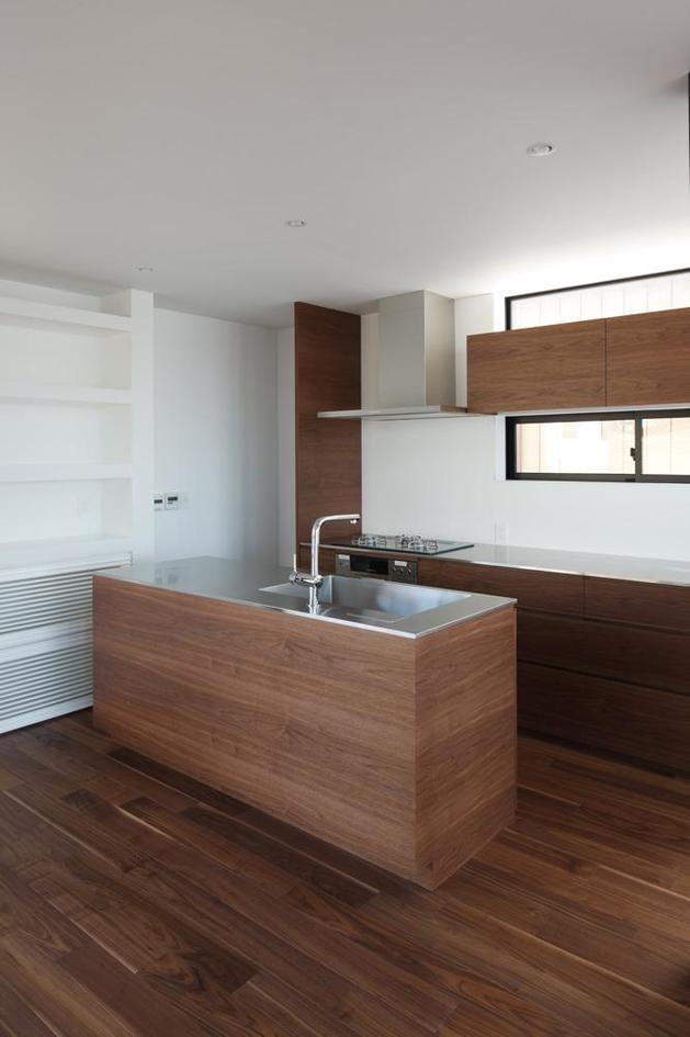 three-story-tokyo-house-with-panoramic-city-views-14-kitchen.jpg
