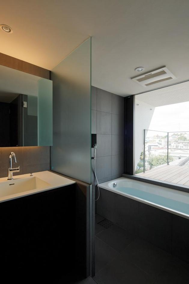 three-story-tokyo-house-with-panoramic-city-views-19-bathroom.jpg