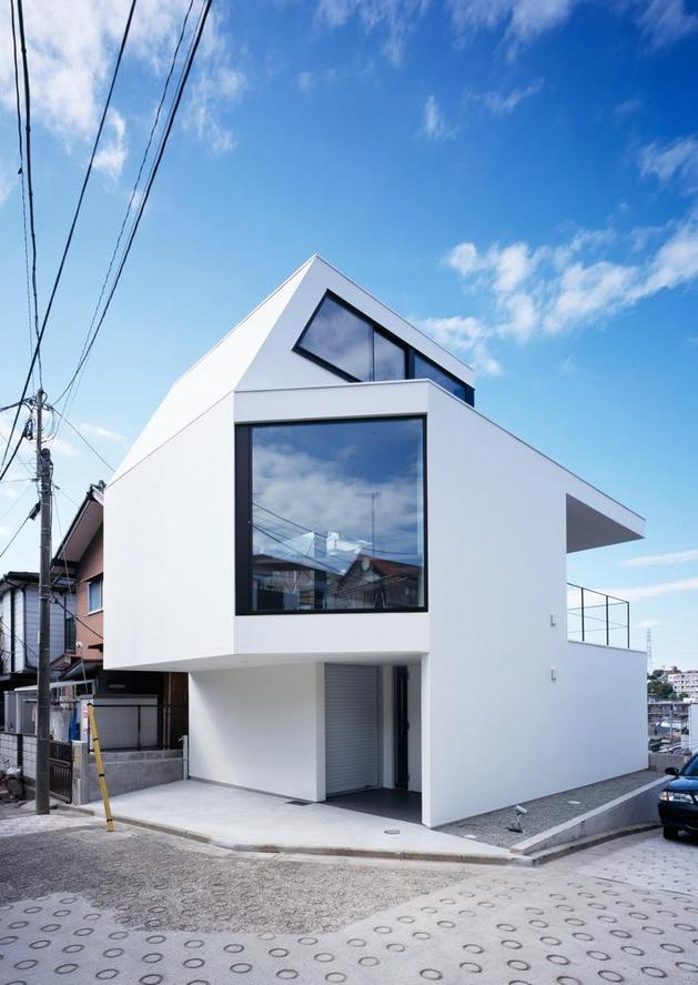 three-story-tokyo-house-with-panoramic-city-views-3-street-day.jpg