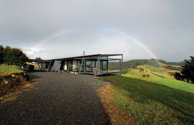 truss-style-new-zealand-glass-house-with-complex-interior-4-complex-angle-rainbow.jpg