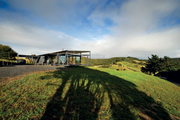 truss-style-new-zealand-glass-house-with-complex-interior-4-complex-side.jpg