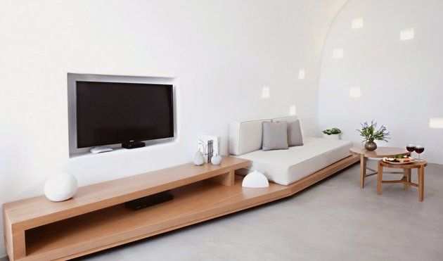 villa-greece-combines-old-world-charm-modern-minimalism-10-lounge.jpg