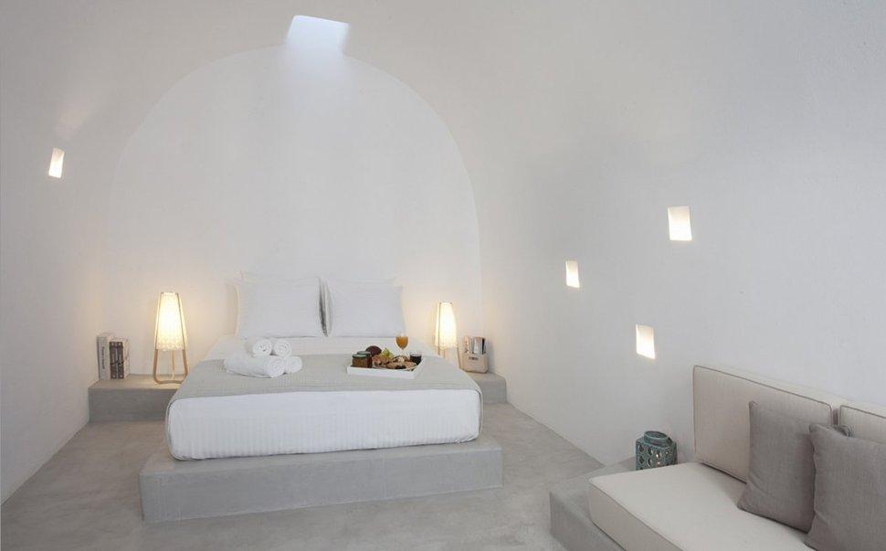 Villa in greece combines old world charm with modern minimalism - Camera da letto in muratura ...