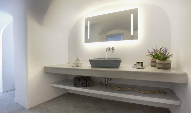 villa-greece-combines-old-world-charm-modern-minimalism-14-bathroom.jpg