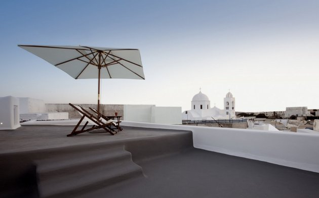 villa-greece-combines-old-world-charm-modern-minimalism-20-rooftop.jpg