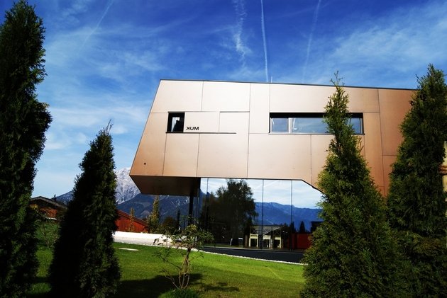 2-in-1-building-with-asymmetrical-volumes-4.jpg