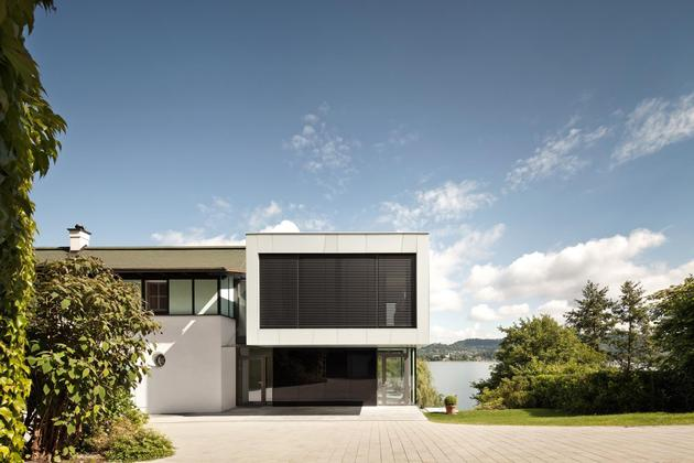 3-storey-home-addition-takes-advantage-dockside-views-3-entry.jpg