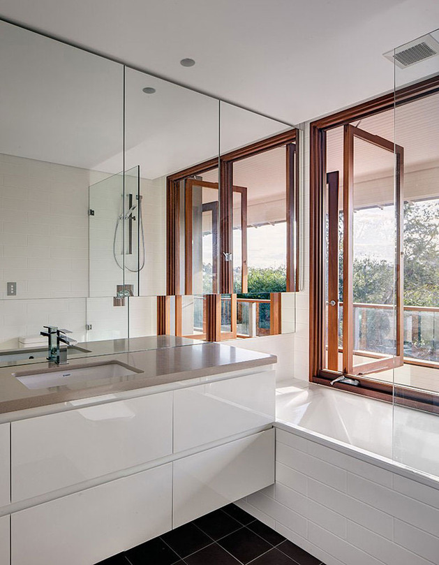 australian-home-with-spotted-gum-wood-details-pool-7-bathroom.jpg