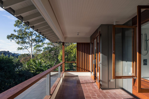 australian-home-with-spotted-gum-wood-details-pool-8-terrace.jpg