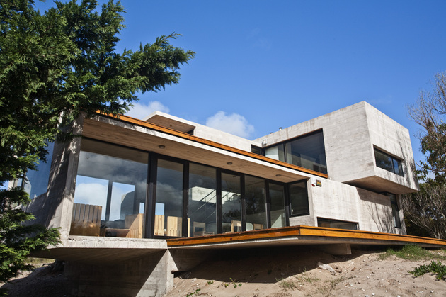 bare concrete beach house 3 thumb 630x419 27596 Bare Concrete Beach House