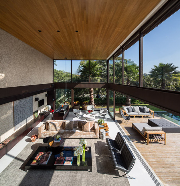 brazil house brings indoors out with glass wall design 1 thumb 630x651 28509 Alfresco Home with Two Decks and Wood Ceiling Interiors