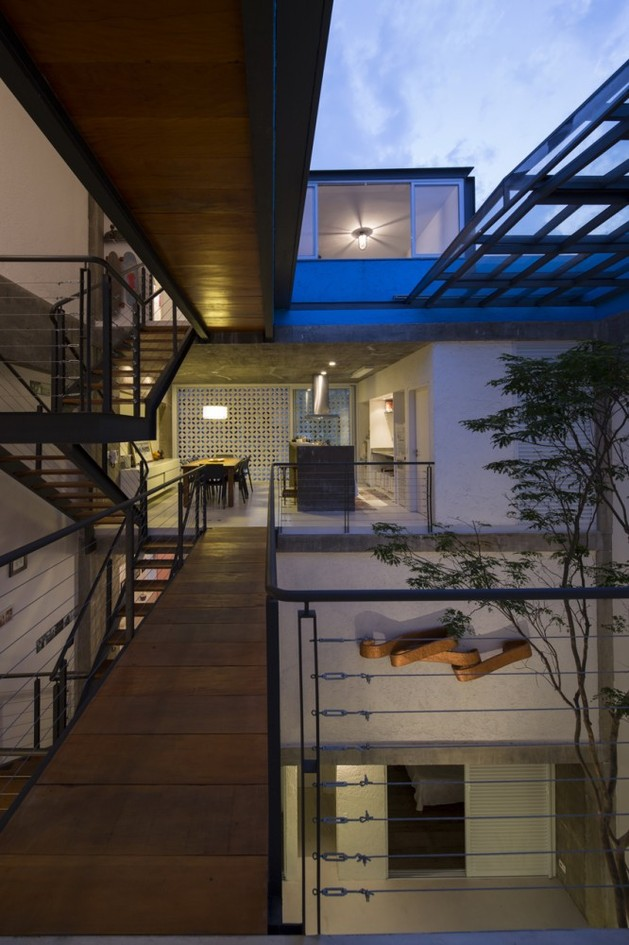 brazilian-concrete-house-built-around-three-story-courtyard-tree-14-third-level-bridge.jpg