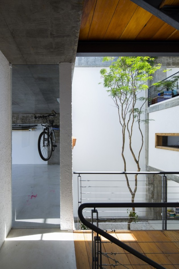 brazilian-concrete-house-built-around-three-story-courtyard-tree-4-garage-hallway.jpg