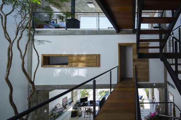 brazilian-concrete-house-built-around-three-story-courtyard-tree-6-second-level-bridge.jpg
