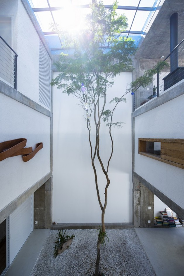 brazilian-concrete-house-built-around-three-story-courtyard-tree-7-tree.jpg