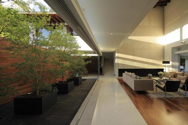 casa-siete-opens-wide-front-back-false-façade-10-living.jpg