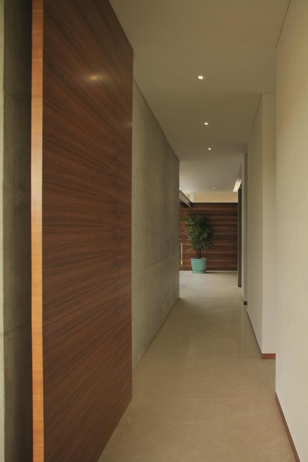 casa-siete-opens-wide-front-back-false-façade-15-corridor.jpg