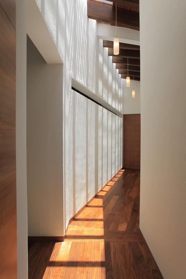 casa-siete-opens-wide-front-back-false-façade-17-.upstairs.jpg