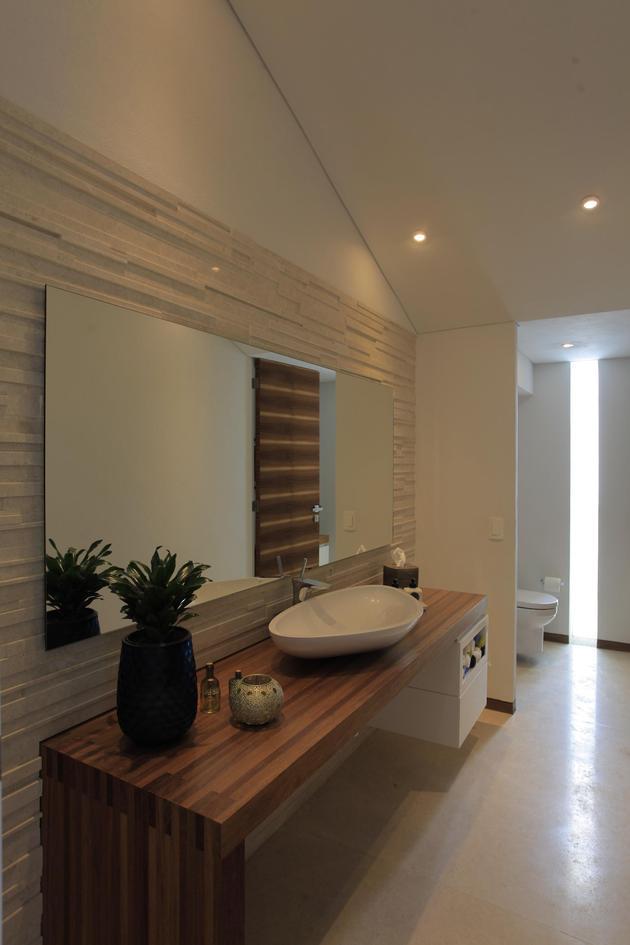 casa-siete-opens-wide-front-back-false-façade-18-bathroom.jpg