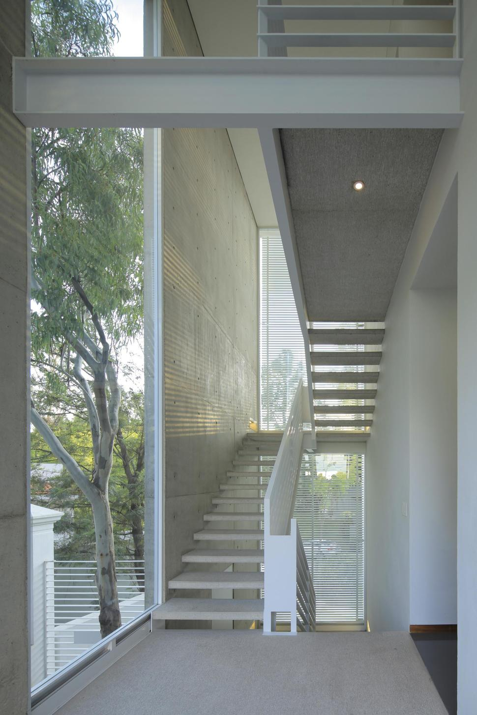Modern Concrete Villa With Beautiful Interior Courtyard