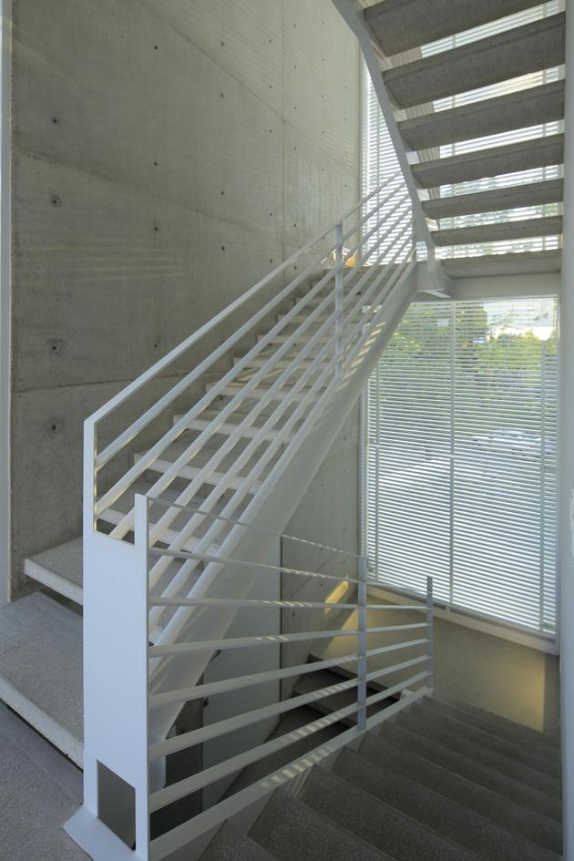 casa-siete-opens-wide-front-back-false-façade-23-outdoor-stairs.jpg