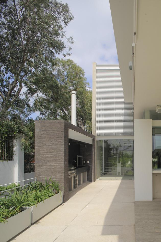 casa-siete-opens-wide-front-back-false-façade-25-barbeque.jpg