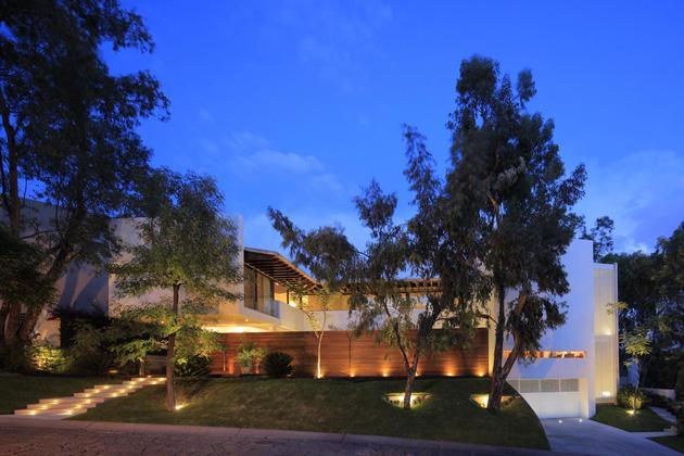 casa-siete-opens-wide-front-back-false-façade-30-façade-evening.jpg