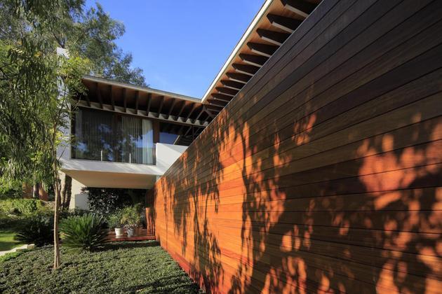 casa-siete-opens-wide-front-back-false-façade-4-privacy-wall.jpg