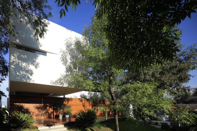 casa-siete-opens-wide-front-back-false-façade-5-porch.jpg