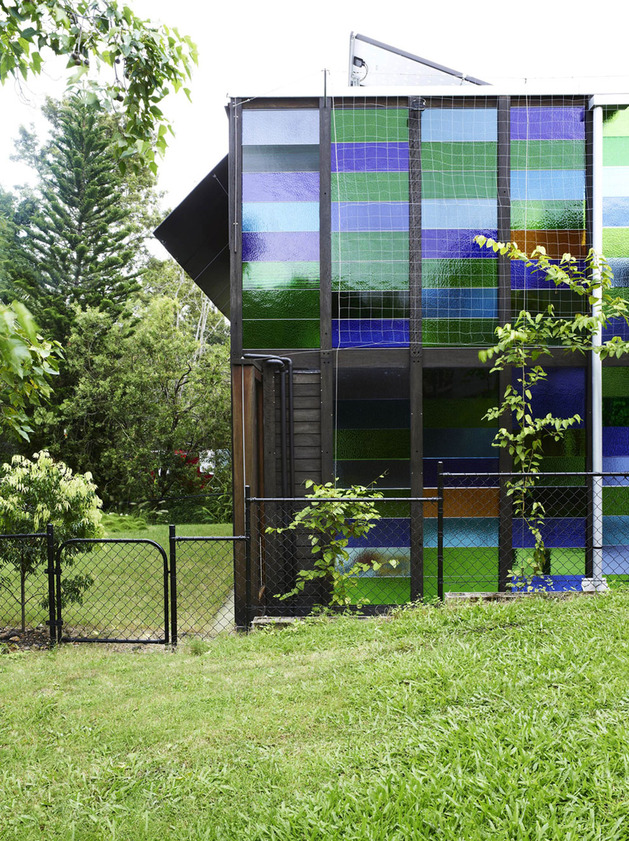 coloured-glass-walls-sparkle-from-cottage-addition-12-sideyard.jpg