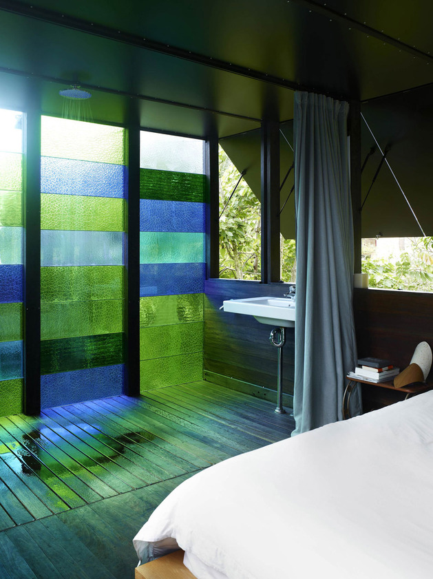 coloured-glass-walls-sparkle-from-cottage-addition-9-ensuite.jpg