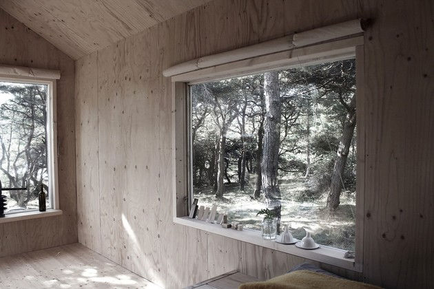 compact-plywood-pine-cabin-with-attached-sauna-10-shades.jpg