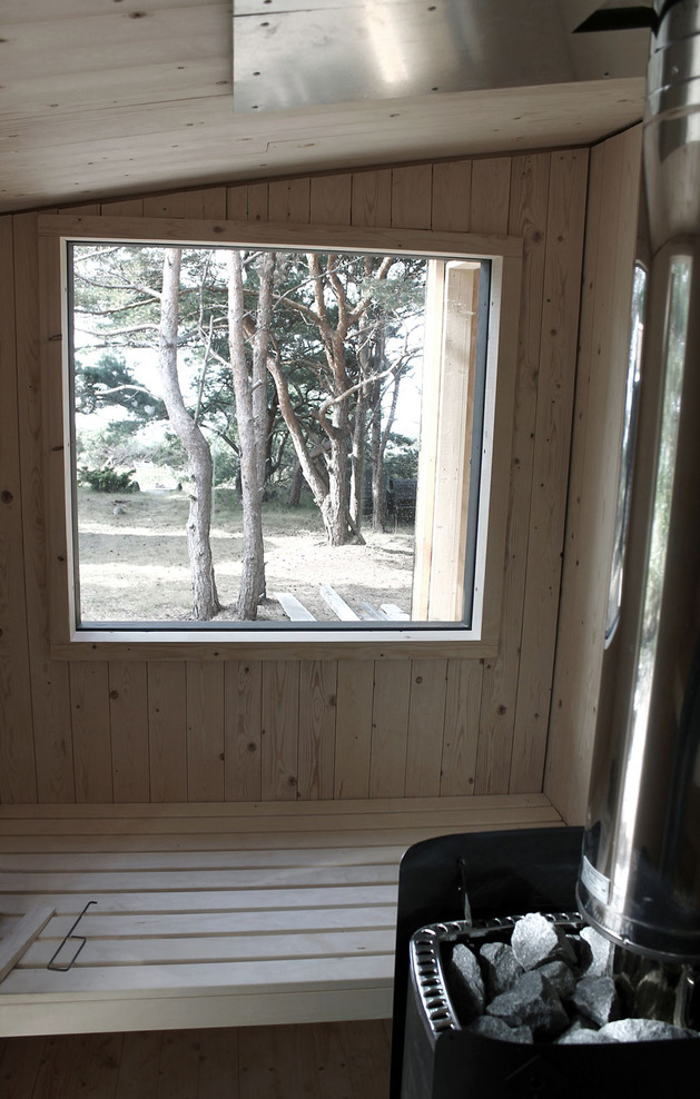 compact-plywood-pine-cabin-with-attached-sauna-15-sauna-bench.jpg