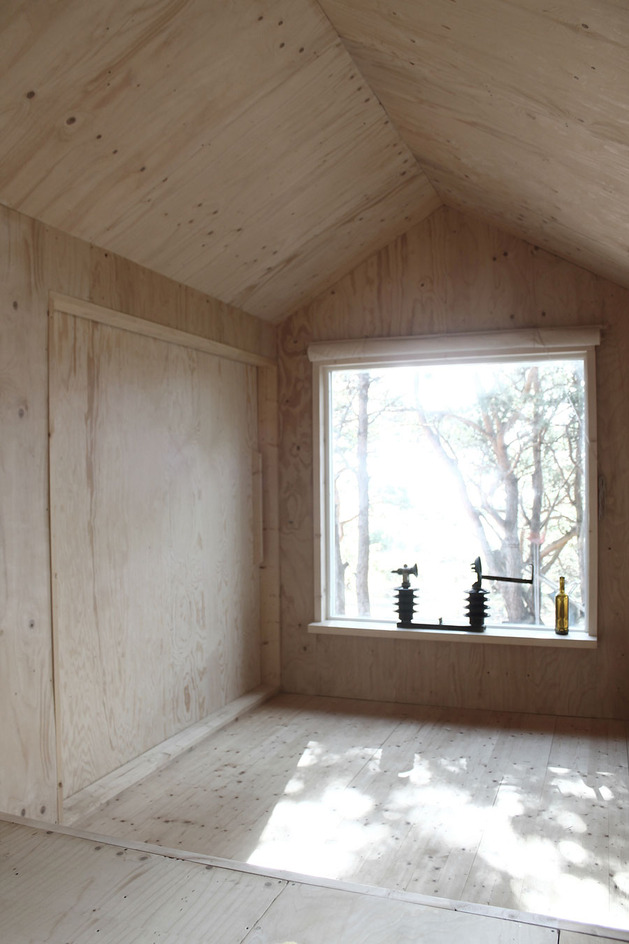 compact-plywood-pine-cabin-with-attached-sauna-7-living-room-closed.jpg