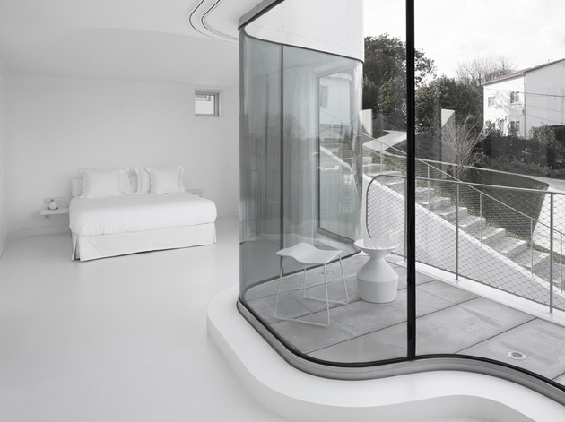 curvacious-glossy-white-home-addition-in-spain-4.jpg