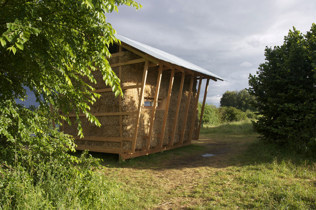 eco-friendly-house-study-with-walls-packed-straw-4-side-window.jpg