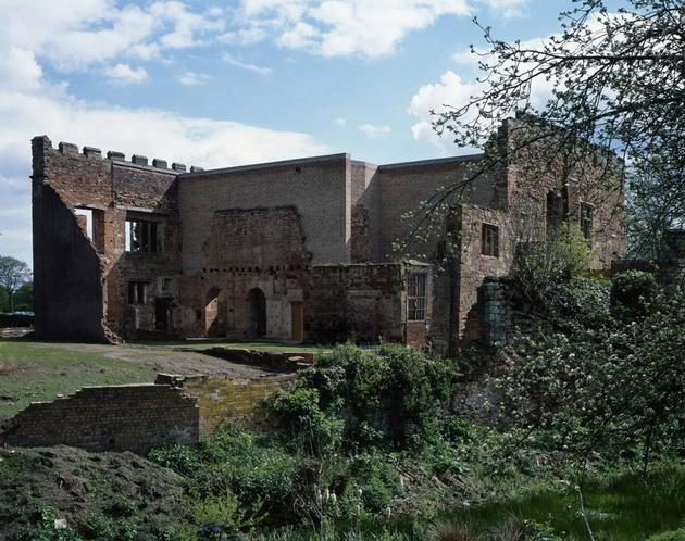 english castle preserves historic architecture and incorporates modern design 1 thumb 630x498 28771 English Castle Preserves Historic Architecture and Incorporates Modern Design