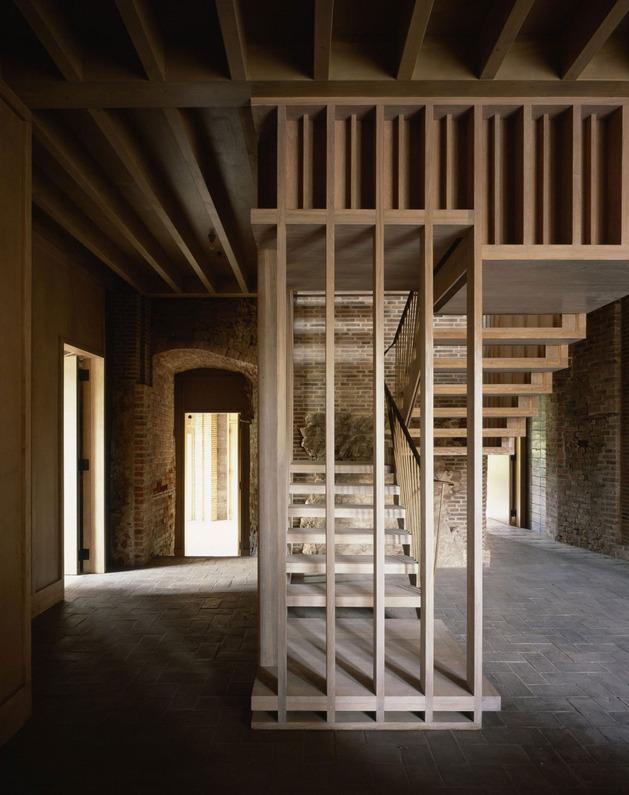 english-castle-preserves-historic-architecture-and-incorporates-modern-design-10.jpg