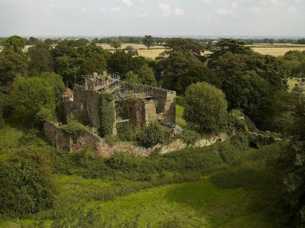 english castle preserves historic architecture and incorporates modern design 2 thumb 630x472 28773 English Castle Preserves Historic Architecture and Incorporates Modern Design
