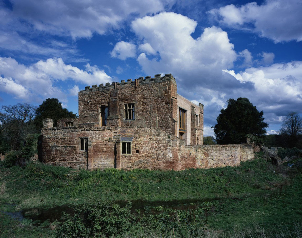English Castle Preserves Historic Architecture and ...