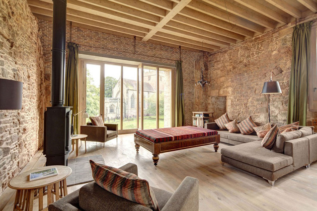 english-castle-preserves-historic-architecture-and-incorporates-modern-design-7.jpg