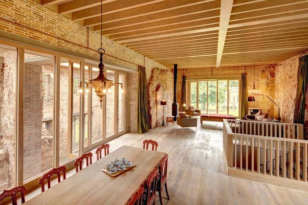english-castle-preserves-historic-architecture-and-incorporates-modern-design-8.jpg